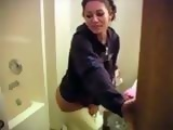 Hot Amateur Girlfriend Interrupted In Toilet
